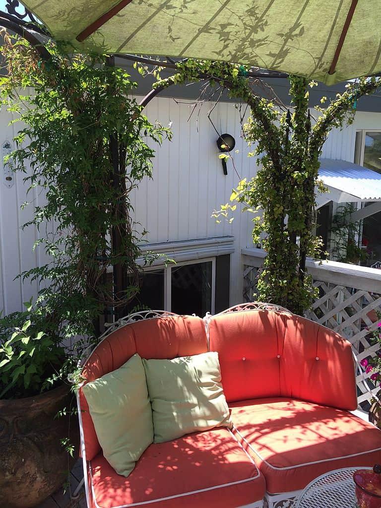 altana w stylu angielskim w ogrodzie