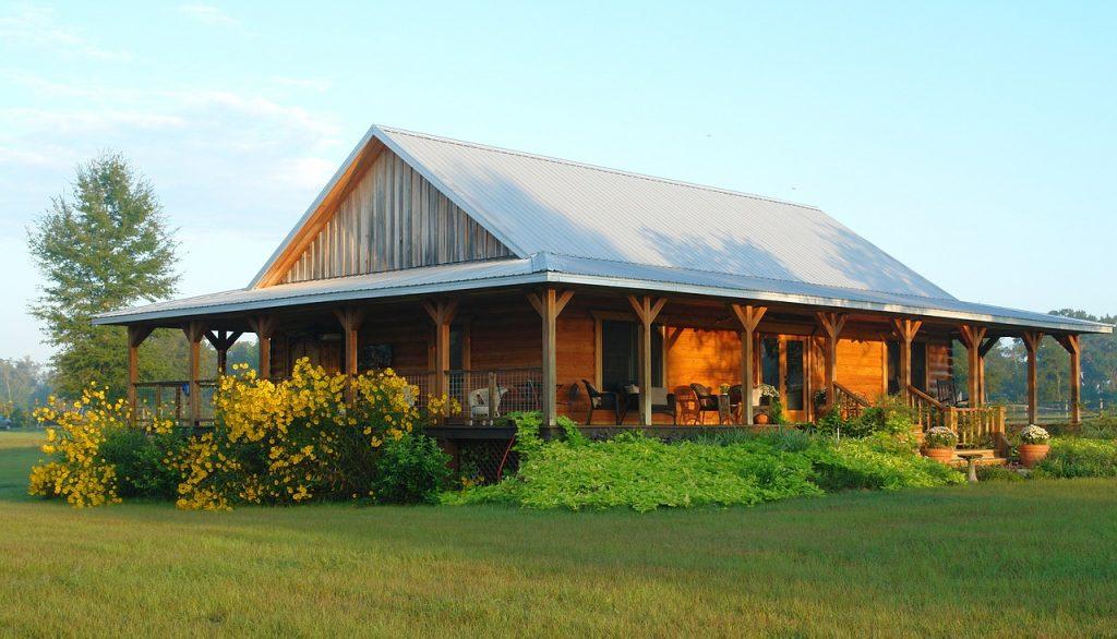 drewniany dom na wsi